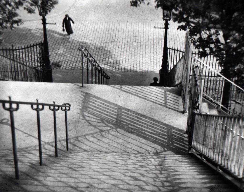 "(c) Andre Kertesz: ""Monmartre"""